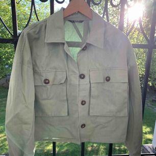 Dov mintgrön jacka, mkt Nice att ha över en polo eller en vit skjorta