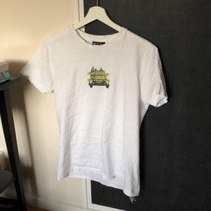 Intressekoll på denna hov1 tshirt i storlek S, passar mig som brukar ha xs också.