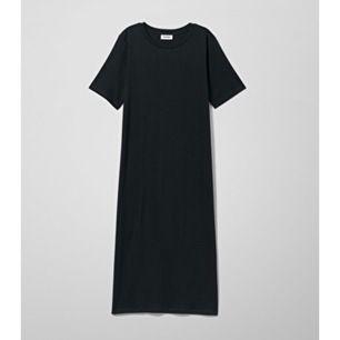 Tshirt klänning i en lång modell, köpt på weekday.  använd vid ett tillfälle🌵 storlek XS