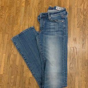 Bootcut jeans från crocker i stl. W27 L35. Väldigt bra skick, köparen står för frakten 🛍🚚📦