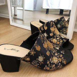 Helt oanvända skor från din sko. Storlek 37. Säljer för att storleken inte passar mig✨