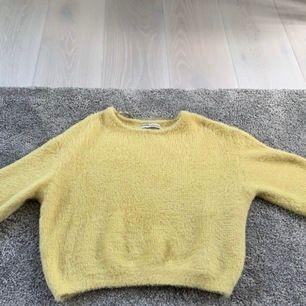 Superfin tröja från PULL&BEAR, ensdast använd en gång. Köparen står för frakten.💕💫