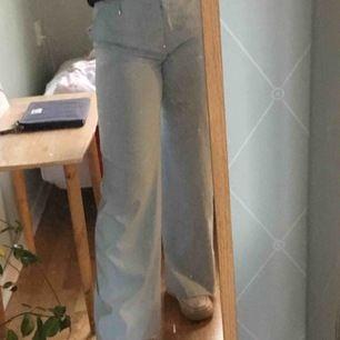 säljer dessa asfina och somriga kostymbyxor! dom har inte kommit till användning därav säljer jag är 163 cm. fick väldigt många meddelande på föra och det var svårt att hålla koll på vilka som var seriösa, därför lägger jag ut dom igen