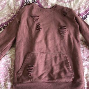 """Oversized sweatshirt med ficka och """"klädmärket"""""""