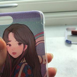 Superfint mobilskal för iPhone 8! Den är ganska skadat och sälja då billigare! Men den är superfin och estetisk!