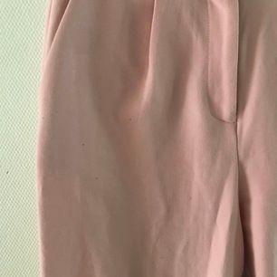 jätte fina kostymbyxor i rosa.                                           stl S, 200kr inkl frakt