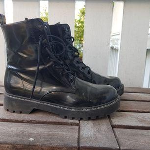 Boots från HM i storlek 38 knappt använda