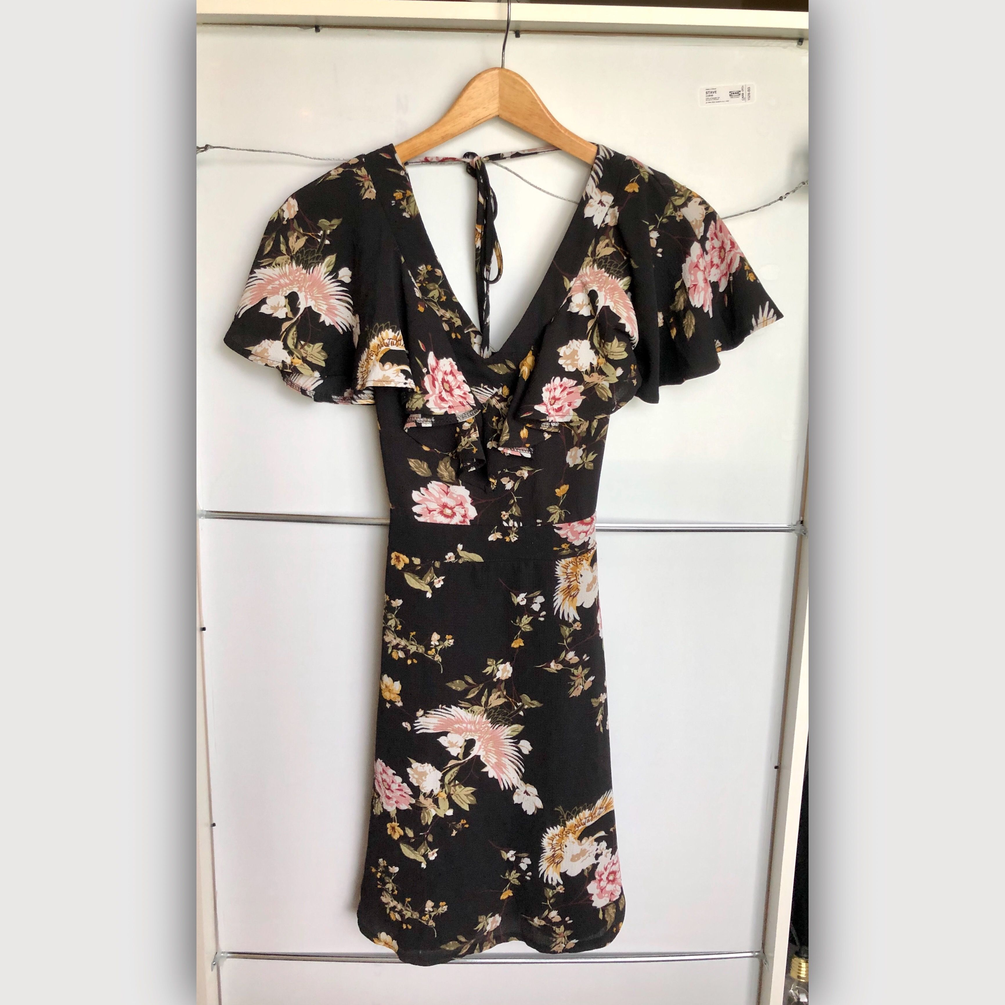 använd endast en gång. super söt och skön!!! klänning i strl 34. frakt tillkommer.-kolla bio-. Klänningar.