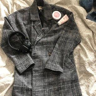 Kappa 🦋 Jättefin kappa som tyvärr inte kommer till användning 🦋 Nypris: 400kr 🦋 5 kr från erat köp går till Barncancerfonden 🦋