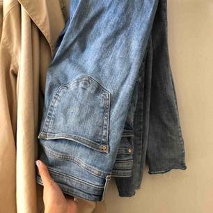 Säljer mina älskade jeans från Mango i Spanien, men de är inte riktigt min stil längre🤎