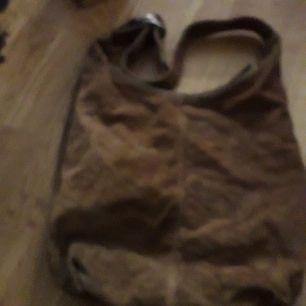 Hel o fin mocka väska som endast är en plofosam väska som endast ligger u garderoberna