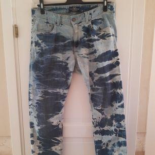 Hej säljer ett par bleach dye jeans jag gjort själv som jag nu tröttnat men fortfarande är i fint skick
