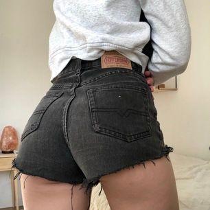 Jeansshorts av märket Jefferson. Säljes då jag inte använder den typen av shorts längre. Har varit en riktig sommarfavorit. Passar strl XS/S. Kan skickas, köpare står då för frakt :)