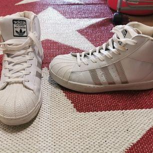 Nya adidas skor, använda endast en gång, storlek 40.