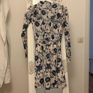 Super fin somrig klänning  från Bik Bok i storlek Xs. Använd endast en gång, skriv för mer info.