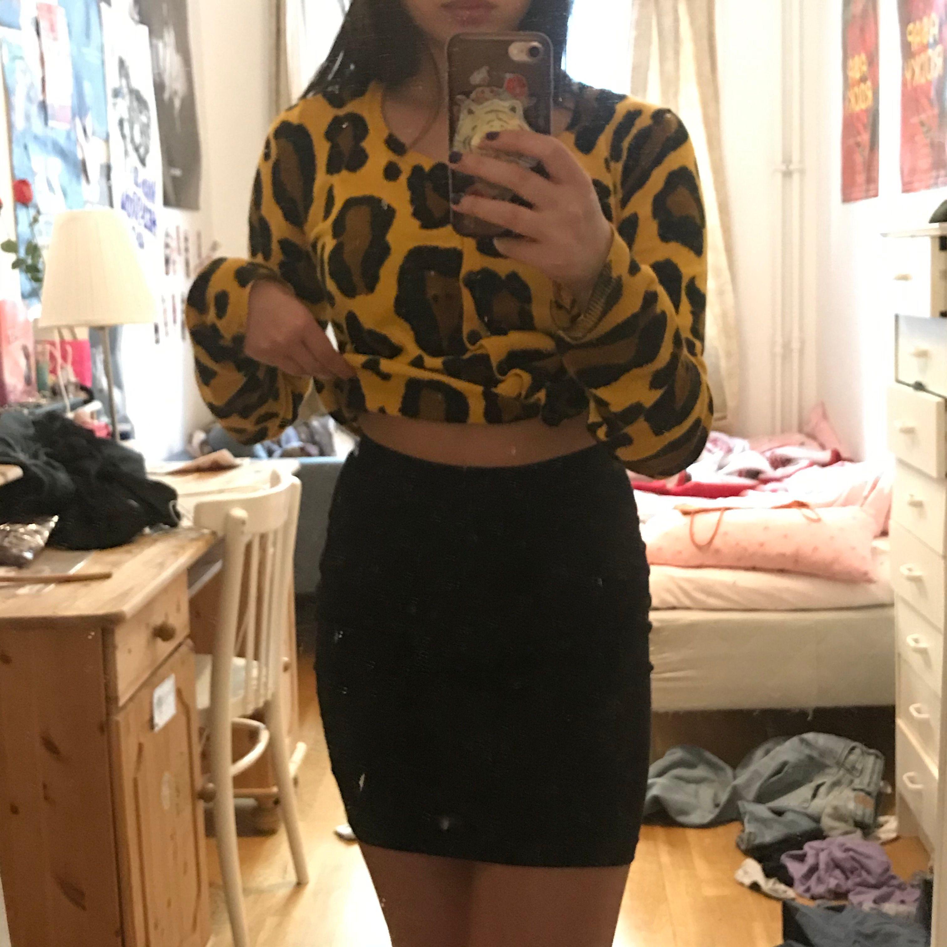 basic tight svart tyg kjol från hm🦋 inget fel på det jättebekväm. Kjolar.