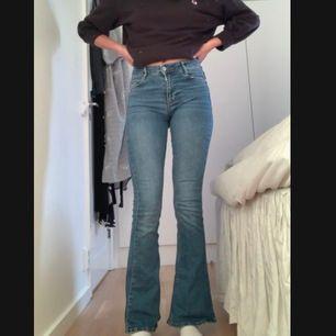 Bootcut jeans, köpta för 400kr och är i bra skick, storlek XS sitter as snyggt, från Ginatricot - 175kr + frakt  🖤