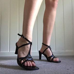 Skor från Nilson i storlek 40. Älskar dessa skor men eftersom de är förstora så får de säljas 😢 195kr, fri frakt samt spårbar.