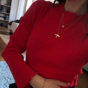 Fin röd långärmad tröja!