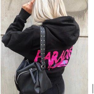 As snygg och populär hoodie från boohoo. Slutsåld överallt💗 lånad första bild!!!