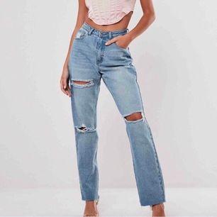 supersnygga och trendiga jeans från missguided som är helt slutsålda på deras hemsida!🤩 prislapp och allt på, helt nya! Pris 300, men budgivning om flera vill ha.