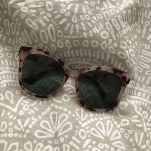 Glasögon 🦋 Aldrig använda 🦋 Nypris:150kr 🦋 Mitt pris:75kr 🦋 5 kr från erat köp går till Barncancerfonden 🦋