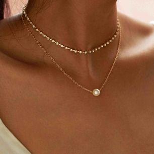 Halsband man kan välja att ha båda eller bara ett av dem! Aldrig använt halsbandet säljer det pga att det inte kommer till användning. Pris kan även diskuteras vid intresse.