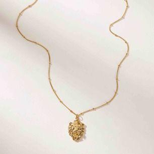 Lejon halsband i guld. Aldrig använt halsbandet säljer det pga att det inte kommer till användning. Pris kan diskuteras