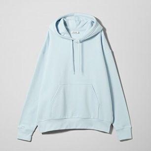 Pastellblå hoodie från Weekday, felfritt skick! Stor i storlekarna!!