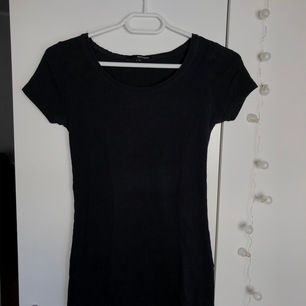 Basic T-shirt från Tally Weijl storlek xs (passar även s). Frakt är inräknat
