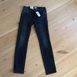Här har vi ett par snygga raka jeans från lager 157! Cool tvätt. Aldrig använda pga dålig passform för min kropp därför sitter lapparna kvar!! Väldigt snygga och sköna och nu till ett superbra pris så passa på!