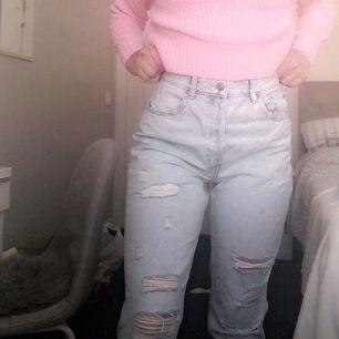 Säljer dessa jeans, aldrig använda endast testade! De är väldigt sköna plus coola! 🤩🤩🌸 köpta för 399- säljer för 250kr