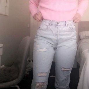 Säljer dessa jeans, aldrig använda endast testade!  🤩🌸 köpta för 399- säljer för 200. Strlk 40/M