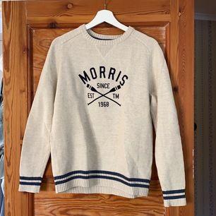 Off-white Morris tröja. Storlek L men passar M. Bra skick! Frakt tillkommer