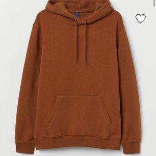 Brun hm hoodie som är slutsåld i denna storlek för säsongen! Pris kan diskuteras!