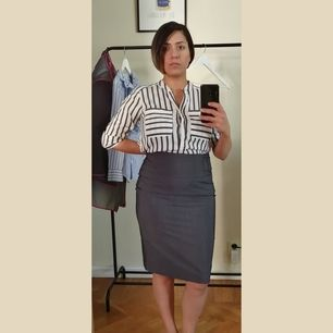 A-line, high waist grey skirt. This skirt it's like new, worn only once. From Mango Suit size S.