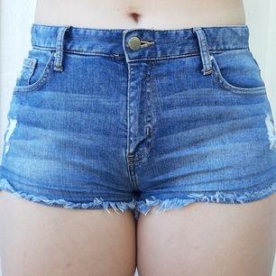 Säljer dom här blåa shortsen från H&M. Säljer dom därför att dom är för små. Är i bra skick. Frakt tillkommer 🥰❤