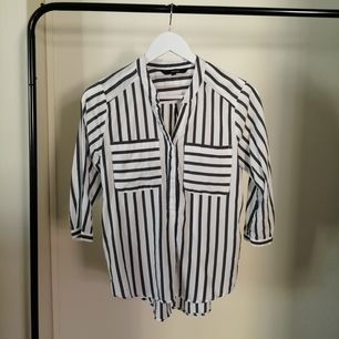 This light fabric shirt with 3/4 sleeves is great for the summer! From Vero Moda and worn few times only. Size S