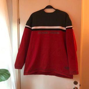 Thrifted tröja, i bra skick. Sitter oversized