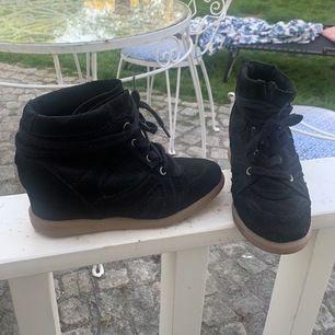 Skor från Raglady i storlek 37. Fint skick och har knappt används. Köparen betalar frakt. 💕