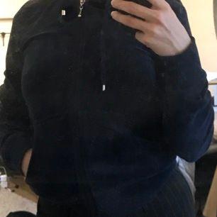 Marinblå zip från Cubus i velour! Så lik juicy couture! Storlek xs oanvänd