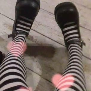 söker skor liknande dessa, SNÄLLA hör av dig ifall du har :( allt mellan 37-40 är okej