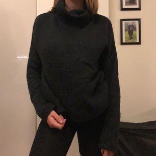 Stickad tröja med polo krage, mörkgrå! Nästan oanvänd