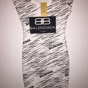 Balenciaga klänning i storlek S. Inte äkta. 450kr Nytt pris 700kr! ✨✨
