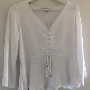 Ny vit blus från Flash woman, stl S. Skickas mot fraktkostnad 44 kr.