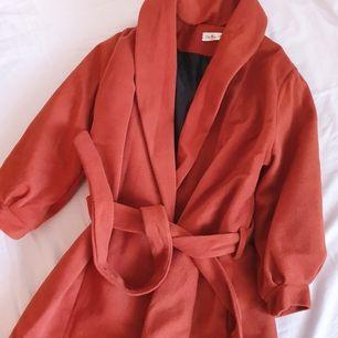 Höst/vinter kappa frakten ej inräknat vid köp av flera plagg kan priset diskuteras
