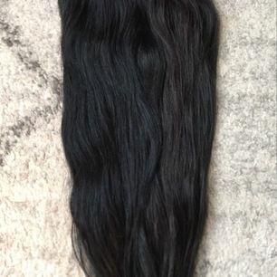 Fint tjockt löshår i svart/brun färg.  Äkta hår, 6 delar och 45-50 cm långt  500 kr inkl frakt.