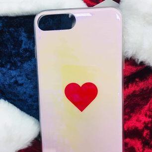 Mobilskal för iphone 7 plus, iphone 8 plus De är perfekt kvalitet. 100 nytt.   Hämtas i Storskogstorget, Näckrosen T Eller frakt: 10kr