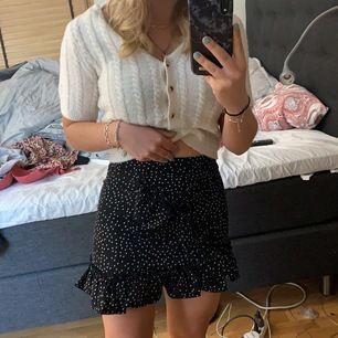 Säljer denna kjol från shein då den är lite för kort🥰