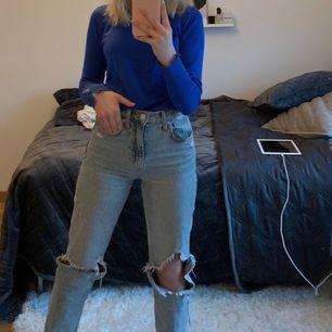 Jeans från Zara som inte finns i butik längre, storlek 32. Sitter bra där bak och inte för tajta vid benen. Original pris är 500kr